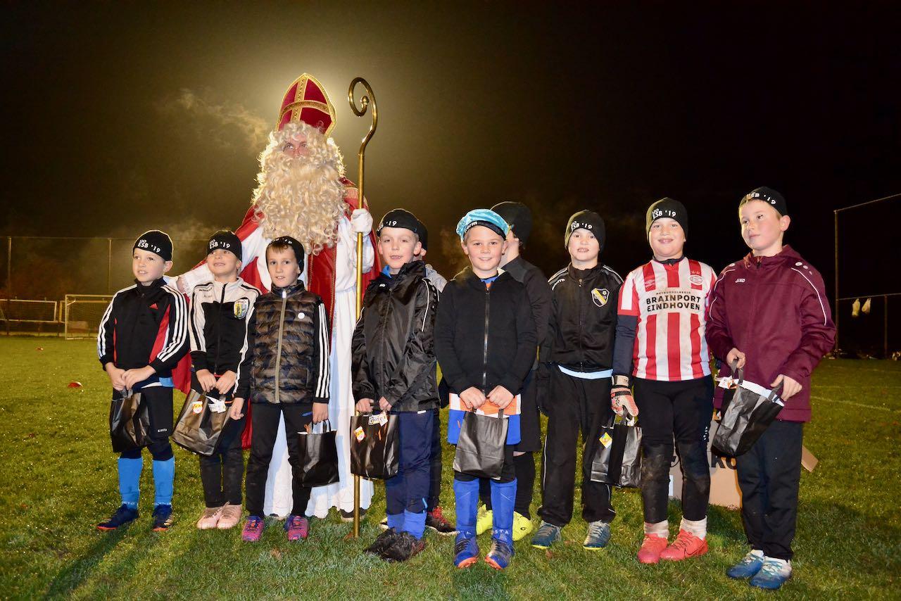 Sinterklaas verrast jongste jeugdspelers ESB'19